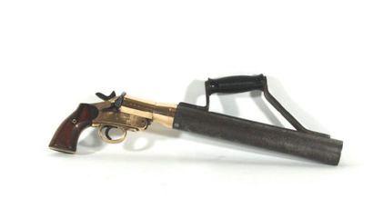 Pistolet lance-amarre en bronze et fer, crosse...