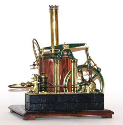 Machine à vapeur en cuivre et laiton sur...