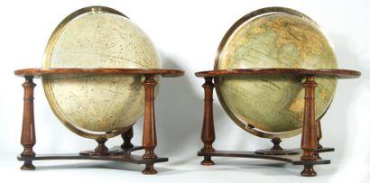 Paire de globes céleste et terrestre en bois...