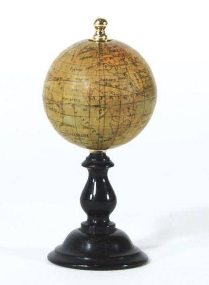 Petit globe d'étude. montage polaire sur...