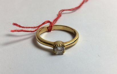 Bague en or jaune 750 sertie d'un diamant...