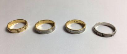 Lot de quatre anneaux en or deux tons 750,...