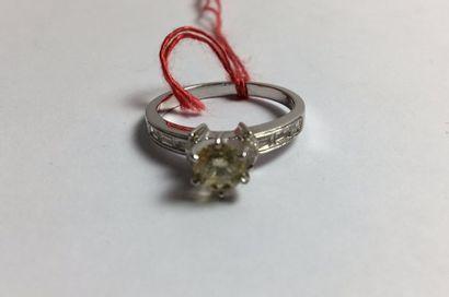 Bague en or gris 750 sertie d'un diamant...