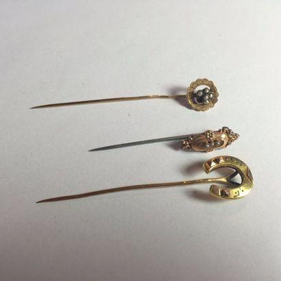 3 EPINGLES à chapeau en or:  1 en forme de...