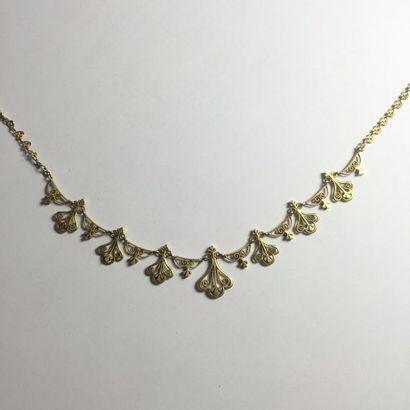 COLLIER draperie en or. En R. P: 18,4 g