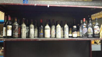 Un ensemble de 27 bouteilles: 1 Banyuls grand...