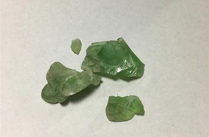 QUARTZ ou fluorite vert translucide et fluorite;...