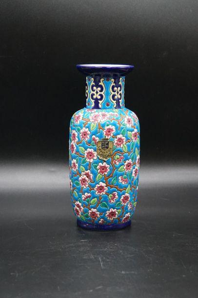 LONGWY. Vase balustre .