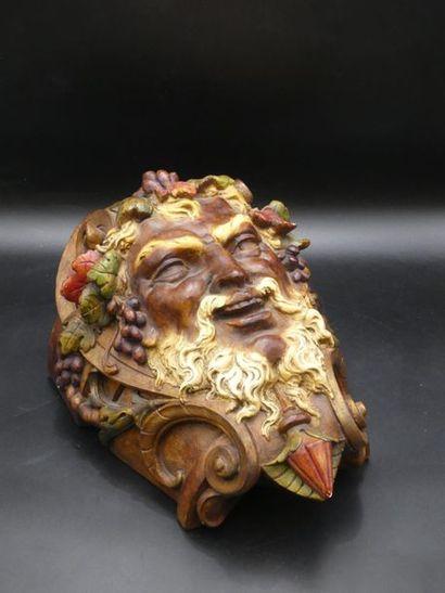 Console en barbotine polychrome représentant le visage de Bacchus.