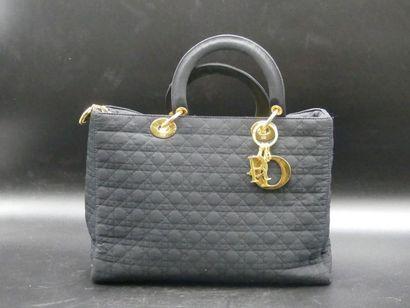 CHRISTIAN DIOR.  Sac Lady Dior.