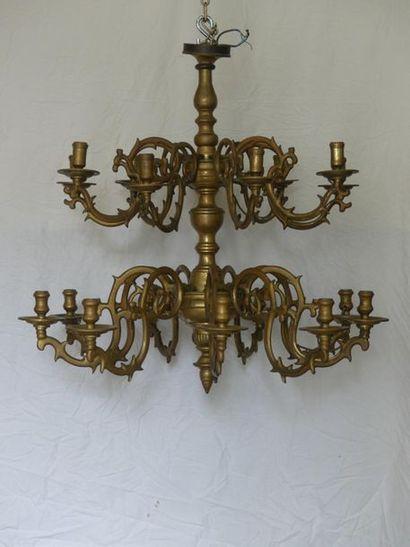 Grand Lustre holandais en laiton éclairant par 10 Lumières. . XVIIIème siècle.