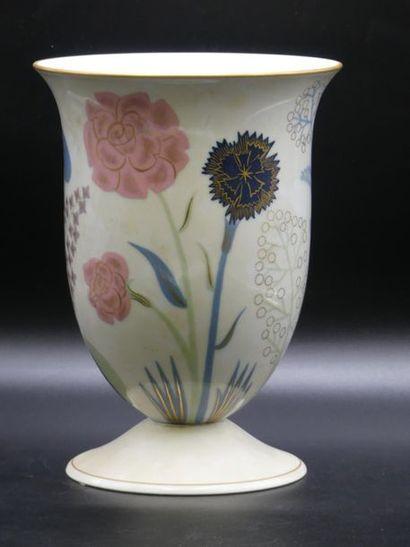 Anne Marie Fontaine. Vase sur piédouche de la manufacture de Sèvres