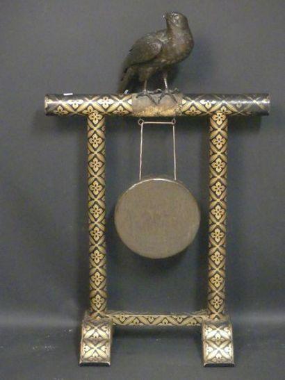 JAPON. Gong à l'aigle.