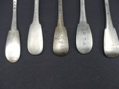 Suite de 6 fourchettes en argent Suite de 6 fourchettes en argent poinçon Vieillard...