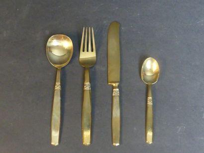 Ménagère en métal doré