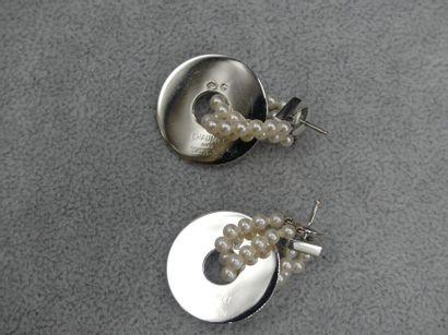 CHAUMET CHAUMET. Boucles d'oreilles. Or et perles. 17,1g
