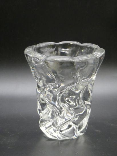 Vase en cristal torsadé.