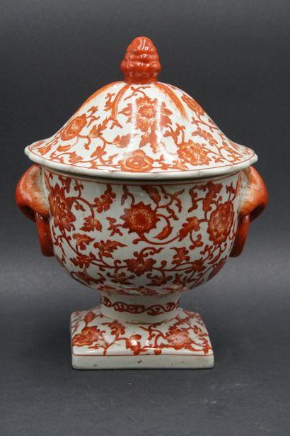 CHINE. Pot couvert en porcelaine blanche