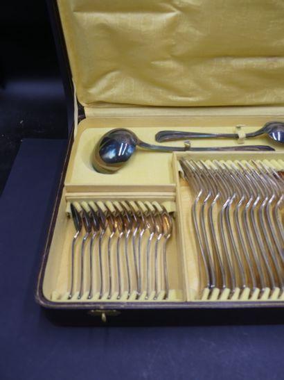 CHRISTOFLE. Ménagère Art Déco. CHRISTOFLE. Ménagère en métal argenté comrpenant 38...