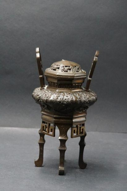 CHINE. Brûle parfum en bronze