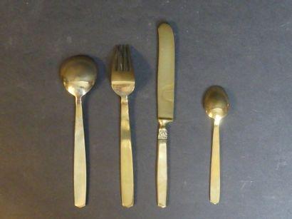 Ménagère en métal doré Ménagère en métal doré dans son écrin comprenant 6 cuillères...