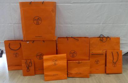 HERMES. Réunion de 27 boîtes et 9 sacs vides....