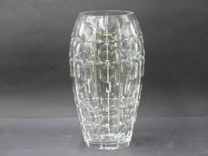 CRISTAL taillé, dans le goût de Saint Louis. Important vase