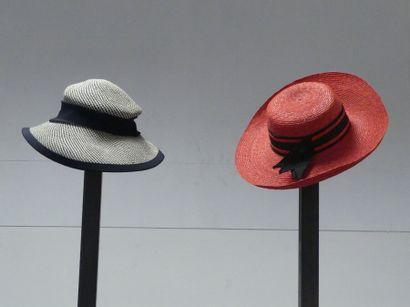 Carton de chapeaux pour femmes et hommes...