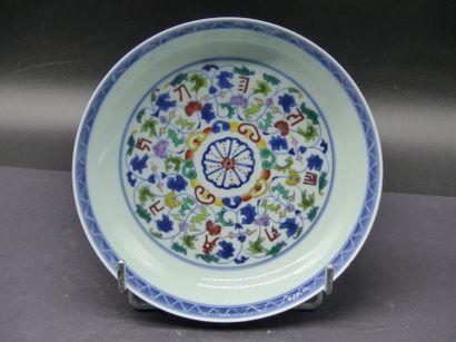 CHINE. Coupe sur pied en porcelaine