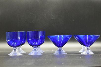 BACCARAT, verres en cristal bleu