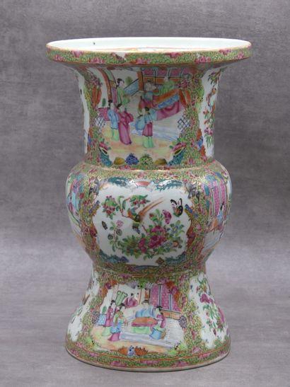 CHINE, fin du XIXème siècle  Vase balustre...