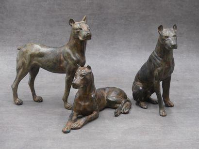 Pierre CHENET, Suite de 3 chiens en bronze....