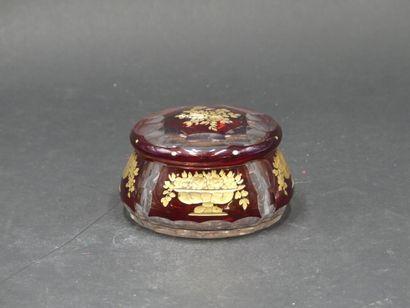 Bonbonnière en cristal à décor de coupes...