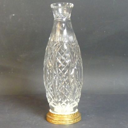 SAINT-LOUIS. Vase en cristal taillé.