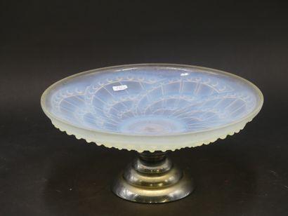 J. LANDIER. Coupe en verre opalescent . Dimensions:...
