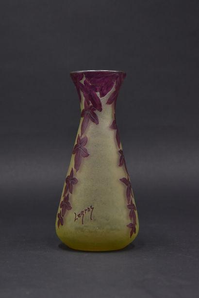 LEGRAS. Vase conique 51 col ouvert en verre...
