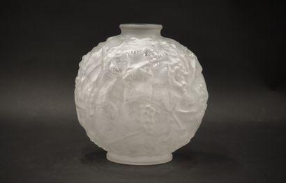 F. SPEYRONNET (?) Vase sphérique à petit...