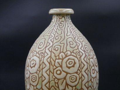 Charles CATTEAU (1880-1966), Vase en grès Charles CATTEAU (1880-1966) à la Manufacture...