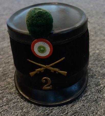Shako du 2è Carabiniers suisse. Fût recouvert...