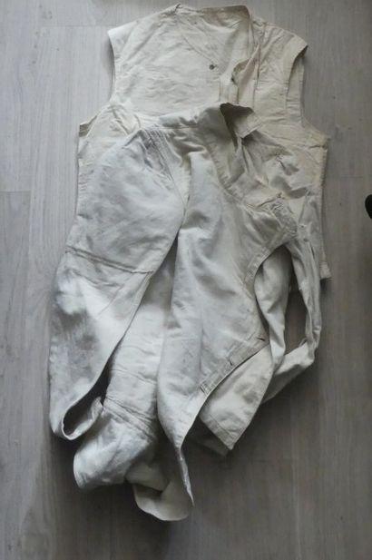 Deux chemises blanches. Premiére guerre ...