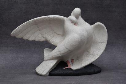 SEVRES VINSARE. Couple de colombes en céramique....