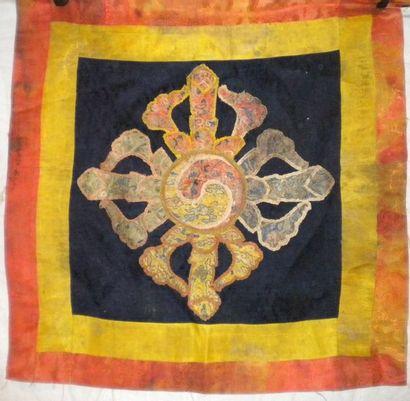 Carré, Tibet, XVIIIème siècle, damas noir,...