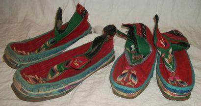 Deux paires de chaussures, Tibet, drap de...