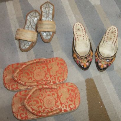 Trois paires de chaussures, Chine, bois,...