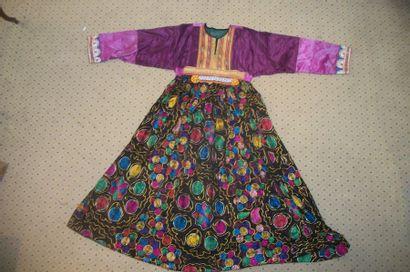Robe, Afghanistan, toile noire brodée au...