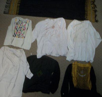 Réunion de six chemises et un châle, Afghanistan,...