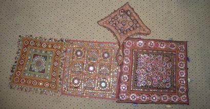 Quatre éléments de broderie, Inde, Kutch,...