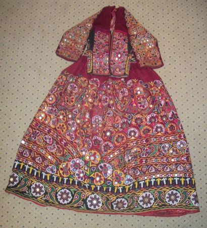 Jupe et caraco, Inde, Kutch, toile rouge...