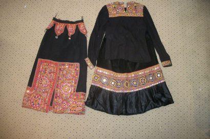 Chemise et deux jupes, Inde, Kutch, toile...