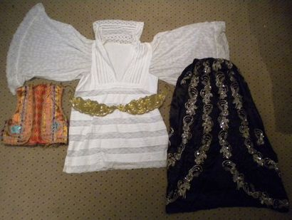 Chemise, Tunisie, coton blanc et dentelle,...